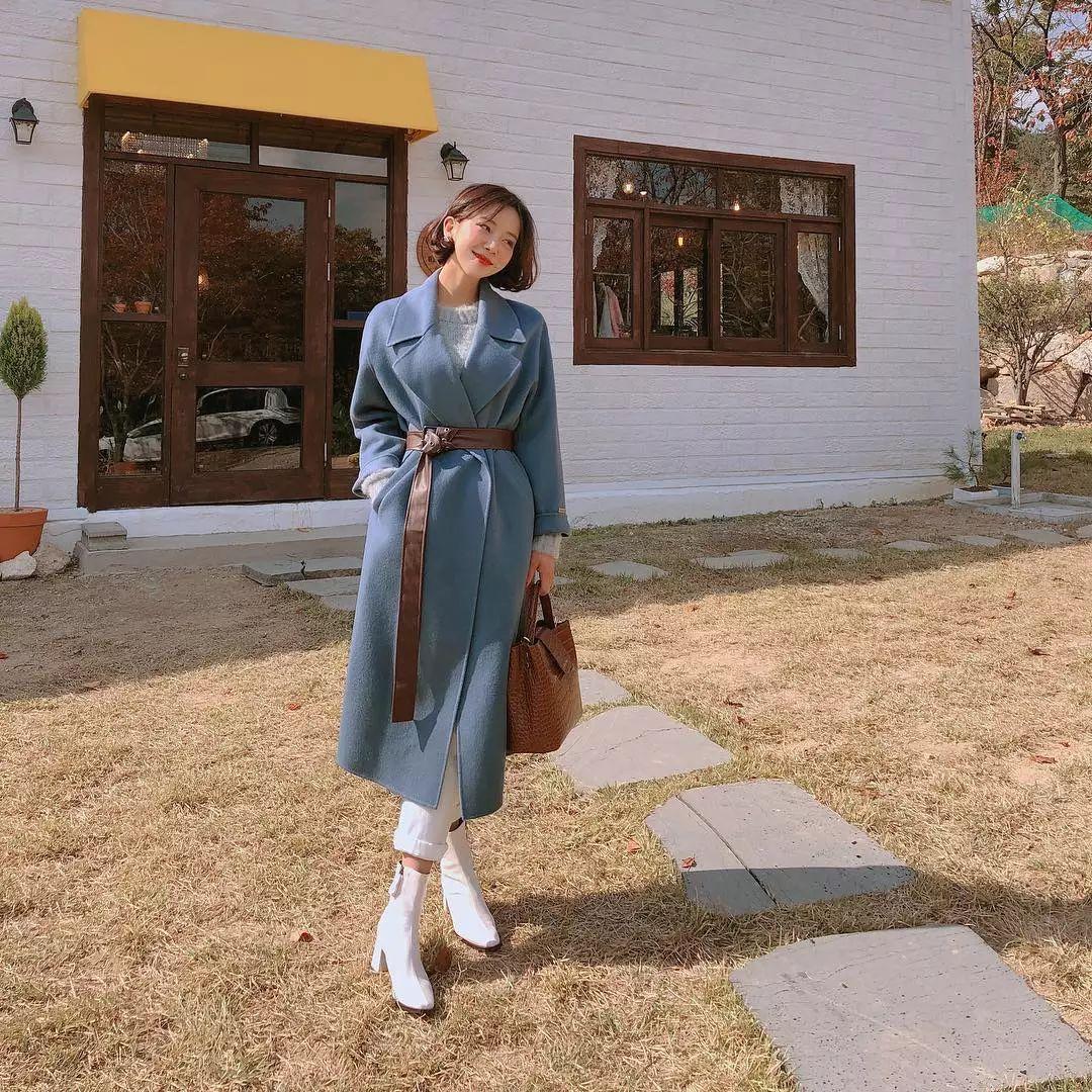 要想穿好看,学会配色很重要,秋天穿蓝色就很美!