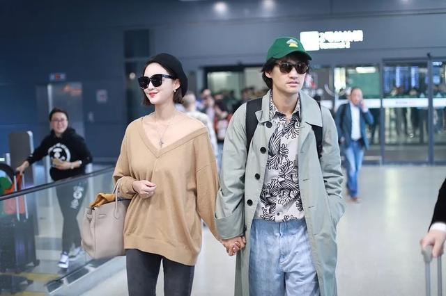 张歆艺现身机场,穿衣毫不注重品质,撑不起衣服严重下垂!