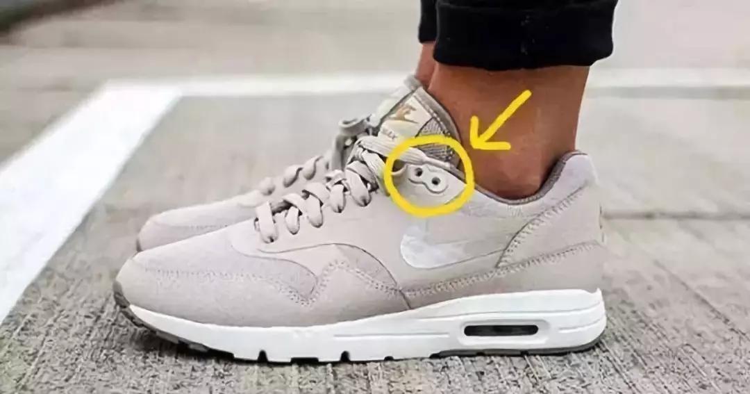 运动鞋上最后一个小孔,原来竟是这个用处……_衣服