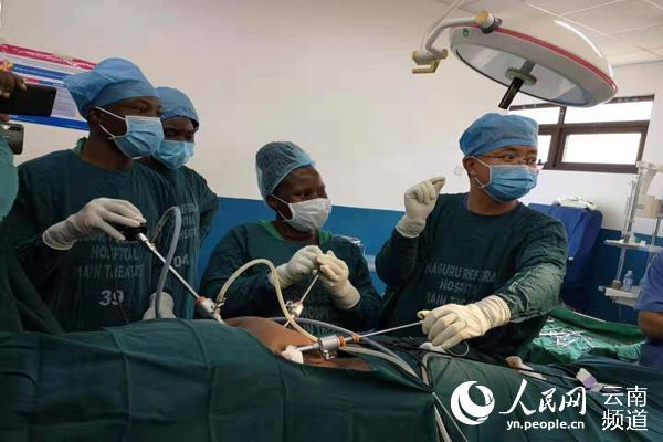 云南第19批援乌干达医疗队圆满完成任务回国