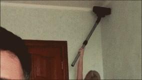 搞笑gif图段子:看看人家老婆,虽然脑子不太好使,但会做家务啊_同学