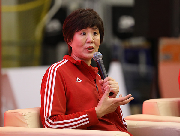 """听郎平谈中国女排:""""超越自我,把不可能变成可能""""_比赛"""