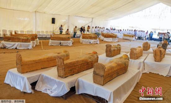 埃及出土30具3000年前的木质棺椁 含两儿童木乃伊(图)_古埃及