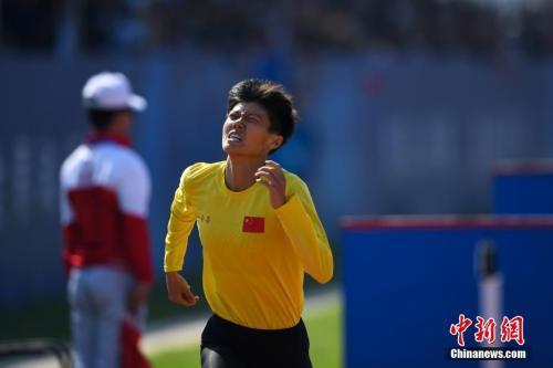 中国小将卢嫔嫔打破军事五项女子个人全能障碍跑世界纪录