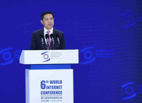 """""""未来20年对手机依赖程度降低"""",李彦宏乌镇大会首提智能经济"""