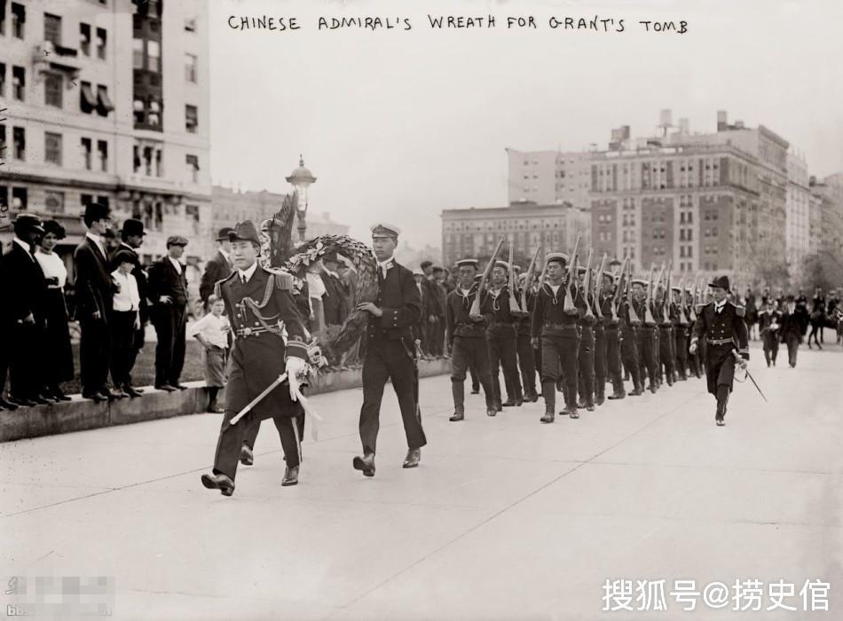清末重建的海军,双排扣军服徽章军帽已是现代军人的形象