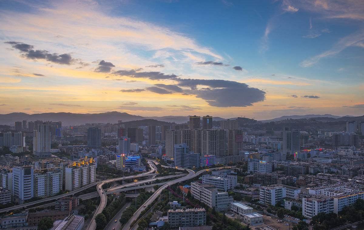 云南人均gdp_云南黑马相十足的城市:人均GDP将破十万,未来有望成功跻身四线