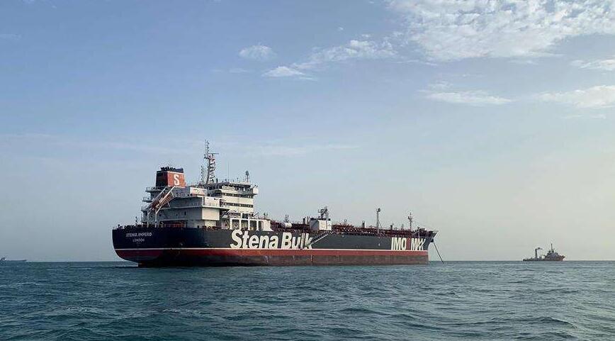 伊朗拦截多国货轮,我国船只表明身份,伊海军连忙让路_检查