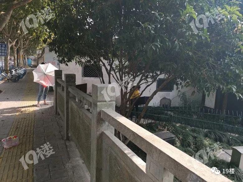 19楼网友热评: @徐一宁:这种人也太自私了吧,这是公共财产啊.