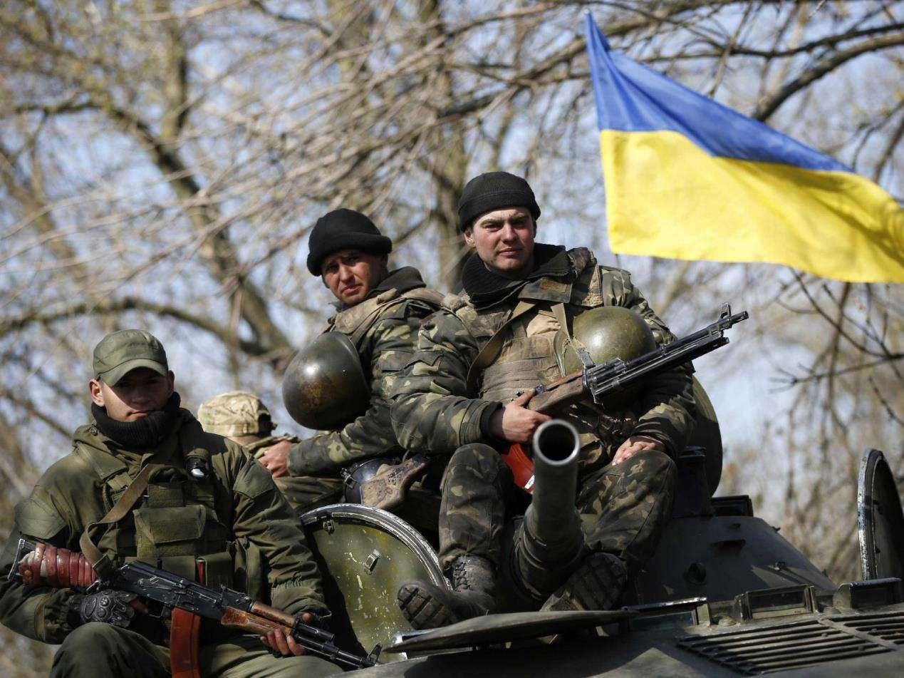 乌克兰军队实力大增,苏联时期军火库重见天日,暗藏20年武器现身_进行
