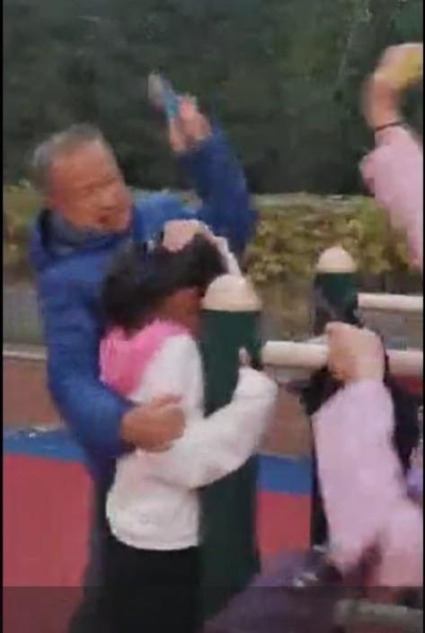 可怕!张家口一老头用钳子疯狂袭击妇女儿童,致多人受伤