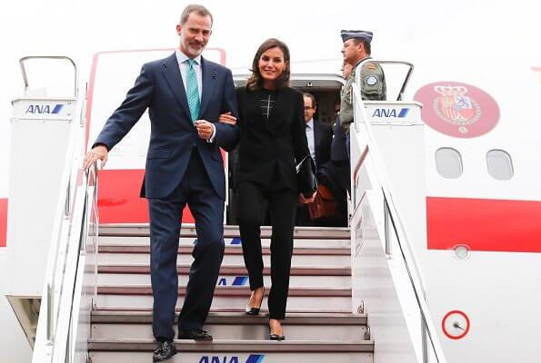 西班牙王后抵达日本参加新天皇登基典礼!一身黑色真低调,衣品呢