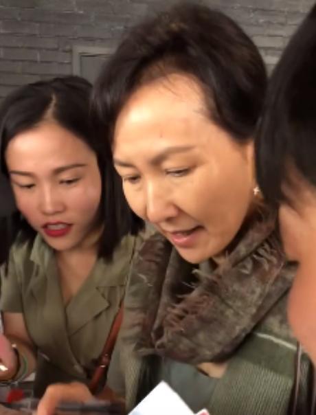61岁陈美琪没赵雅芝美,但保养也不差,素颜略显苍老气质很优雅!