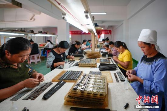 人社部:已累计帮扶贫困劳动力实现就业1126万人