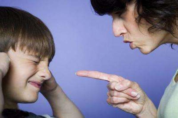 孩子不听话如何教育孩子不听话该不该打