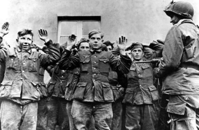 二战德国投降之后,东线德军统一向西线靠拢,究竟是因为什么?_德国新闻_德国中文网