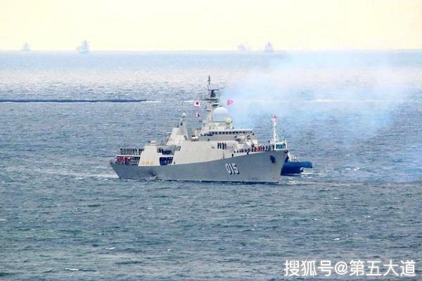 认清现实后,越南舰船擦着九段线驶离南部海域,上将直言不敢惹_越南海军