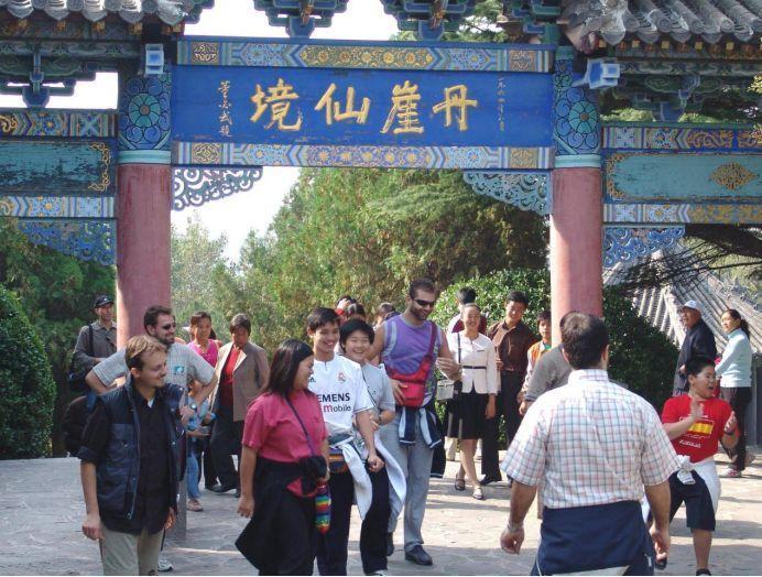 为何来华的外国游客越来越少,老外道出背后原由,中国人纷纷认同