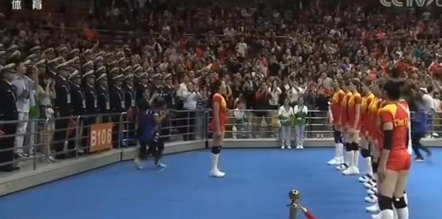 女排横扫德国,谁注意到姑娘们此举?球迷:这是世界上最美画面_德国新闻_德国中文网