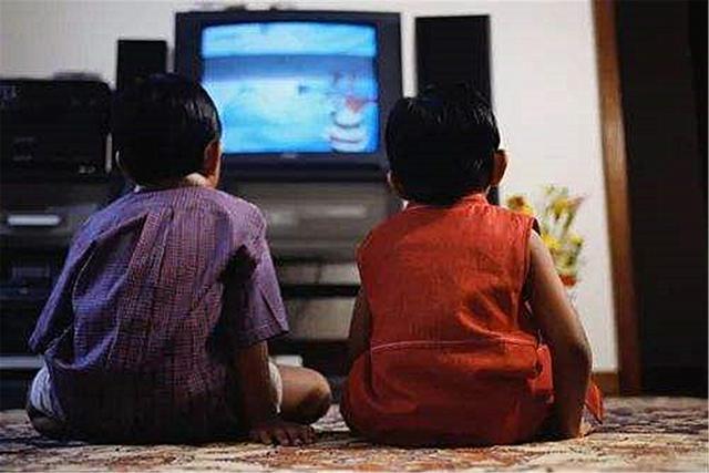 """""""看电视对孩子没好处"""",教育专"""