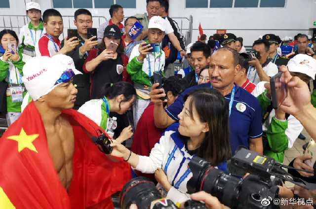 <b>又一项世界纪录!军事五项男子个人全能障碍游泳中国选手张政打破世界纪录</b>