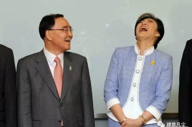 摄影   直击各国领导人的有趣瞬间,掉裤子的总统最尴尬,卡扎菲最霸气_奥巴马