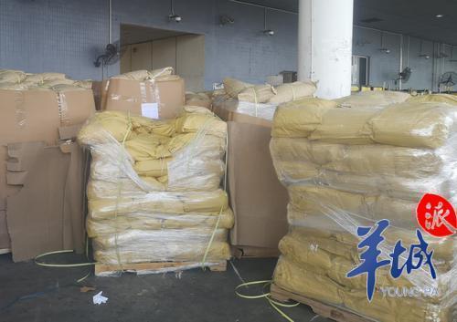 深圳湾海关截获15吨走私猫狗粮