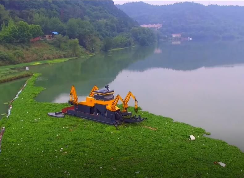 不用人工打捞智能机器人河面上清理水中垃圾