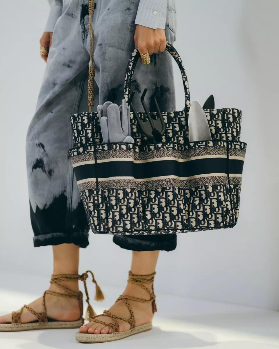 放大直击美丽的迪奥Dior 2020春夏秀中的大包袋