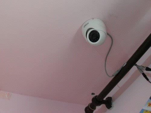 <b>一位网友常常感到深夜无法呼吸,直到他安装了一个摄像头</b>