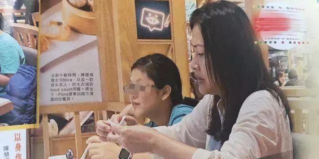 陈慧珊成过气明星,带女儿吃简餐穿着寒酸,更别谈什么气质!