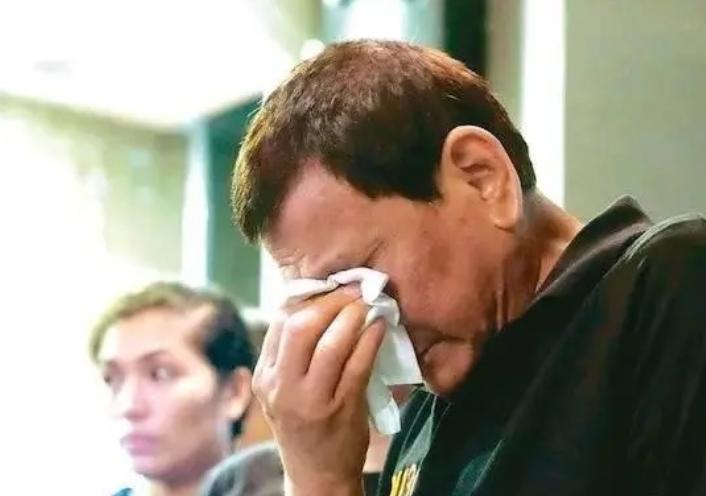 杜特尔特病危?美媒:随时有生命危险,菲律宾民众留下心疼的泪水