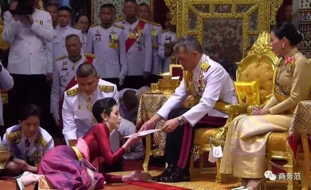 泰国贵妃被废下线,王后暂时赢了?王室宫斗生存指南