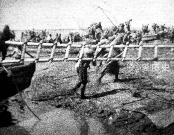长沙会战中的王二小把敌人引进地雷阵同归于尽全家遭日军灭门