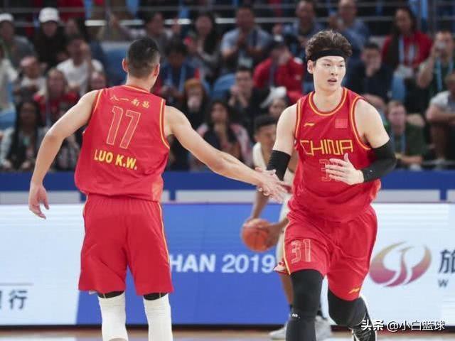 太强了!中国男篮16分大胜卡塔尔,4连胜锁定A组第一,王哲林10+5