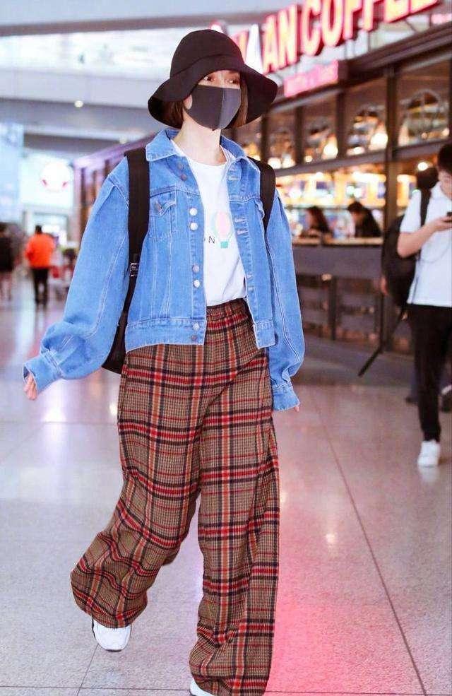 吴昕穿三万二的外套,除了豪气就是俗气,还不如几百块的高腰款!