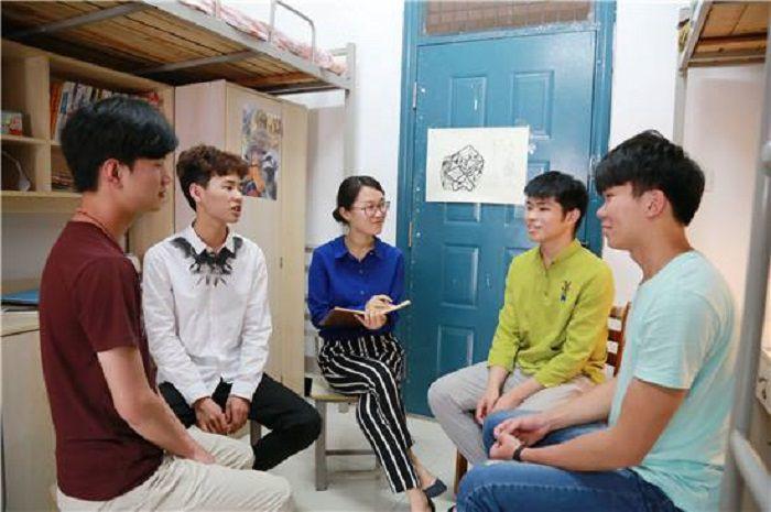 <b>大一学生,想要在将来成为大学的辅导员,至少要做到这三点</b>