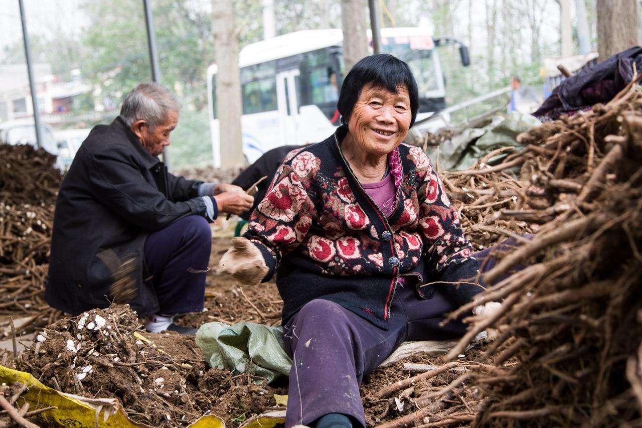 农村老话:父母是条龙,向谁谁受穷,老话很在理,希望没有你