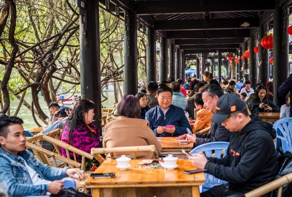 "<b>中国最""懒""城市,每天就是喝茶打牌!驴友:不赚钱靠什么生活?</b>"