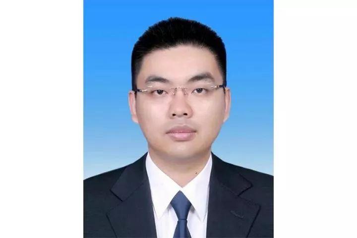 最年轻的厅级干部_四川23名公选副厅级官员履新 最小年仅35岁