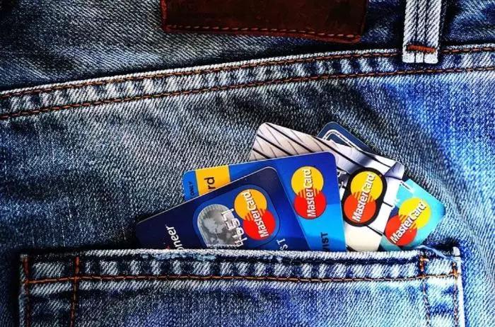 """信用卡跨界合作,银行能打造出""""流量网红""""吗?"""
