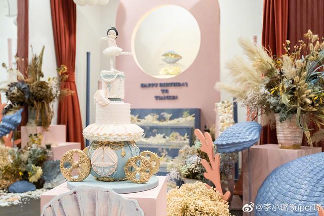 李小璐为甜馨庆7岁生日,贾乃亮缺席,三口之家遗憾未能团聚