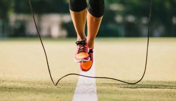 【健康】跳绳和跑步哪个伤膝盖