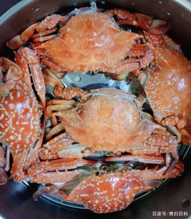 蒸螃蟹时,用冷水上锅还是热水上锅?多数人搞错,难怪蟹肉不肥嫩