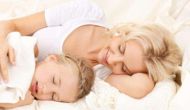 <b>一天当中,这个时间段是孩子长高的关键期,别打扰孩子睡觉</b>