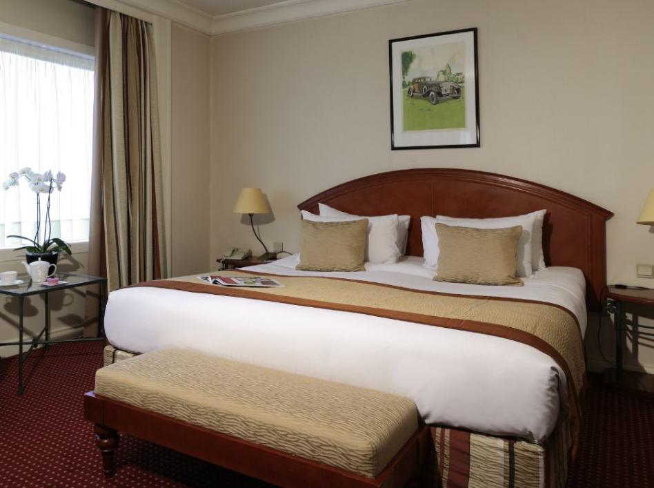 酒店大多数双人床上,都会放上四个枕头,这背后有什么隐情吗?