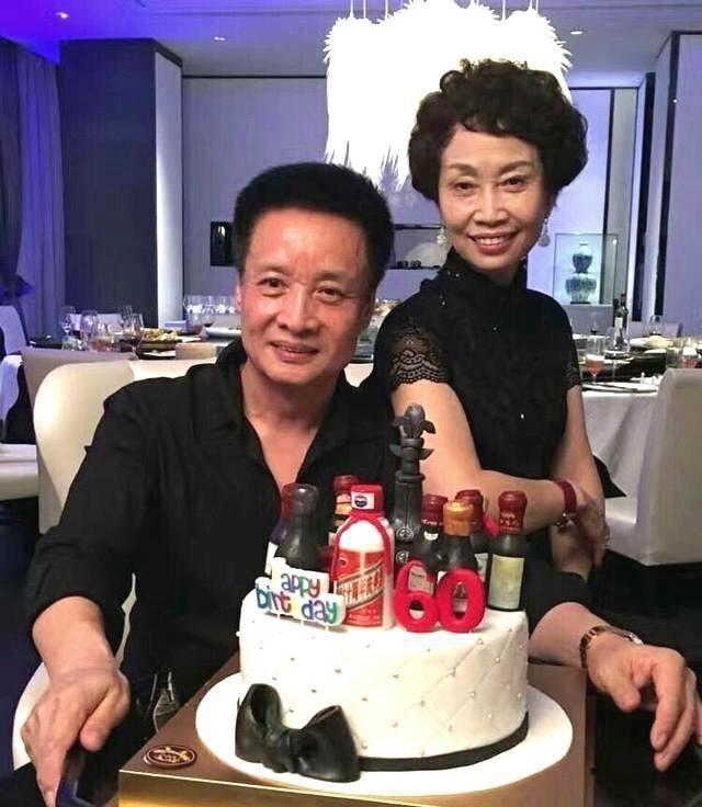 62岁阎维文全家近照,女儿漂亮,女婿出自名门有才气