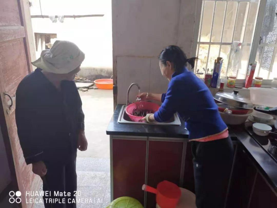 国家扶贫日丨江西省人民医院在定点扶贫村开展系列帮扶活动