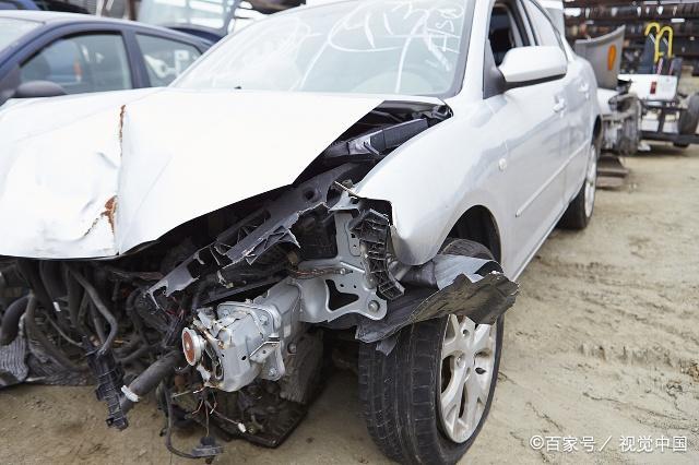 5死9伤!肇事司机无视他人安全,加速逃逸,再闯红灯,酿成悲剧!