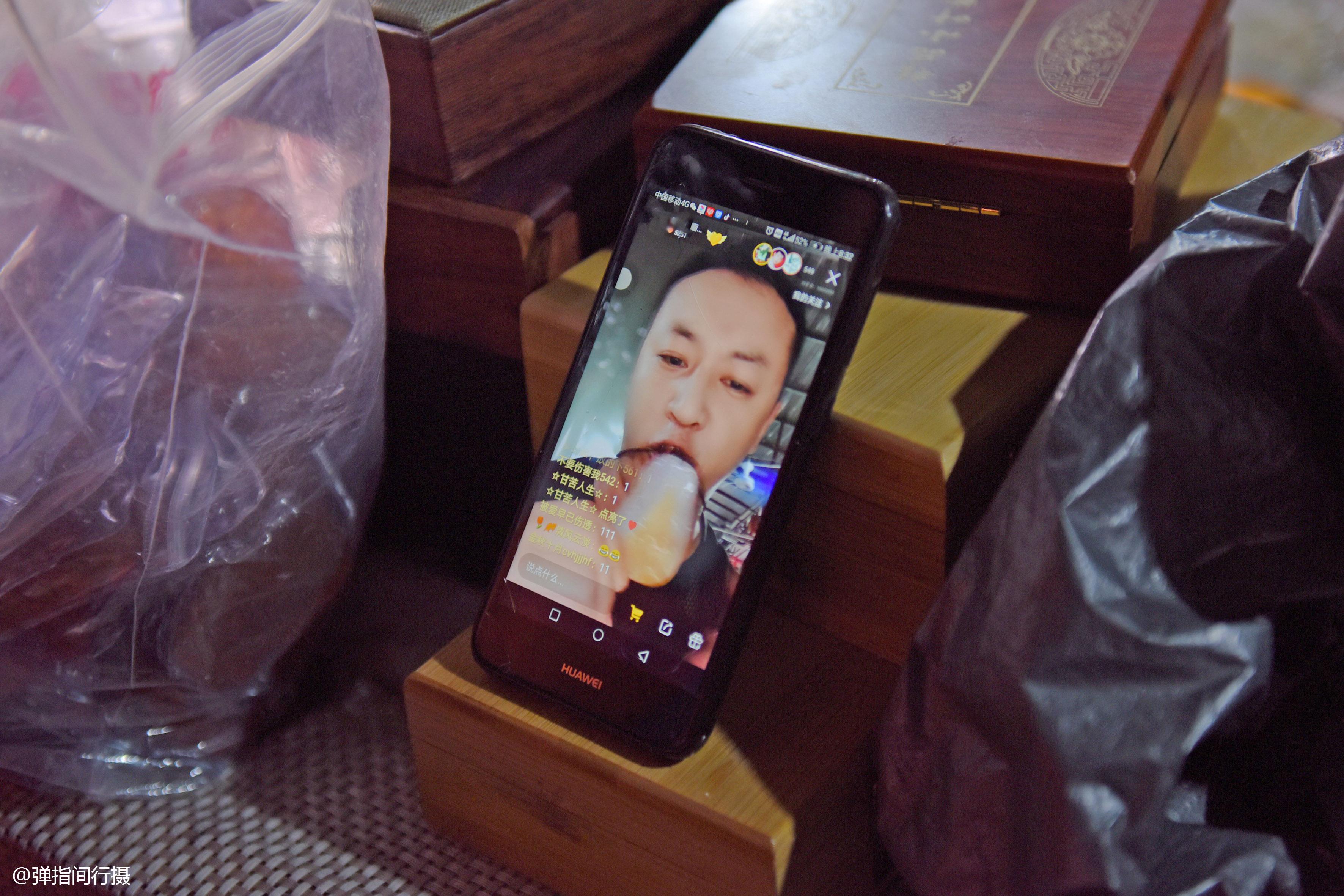 原創             云南瑞麗翡翠市場,網絡直播銷售最火爆,1個賬號日銷售額2000萬